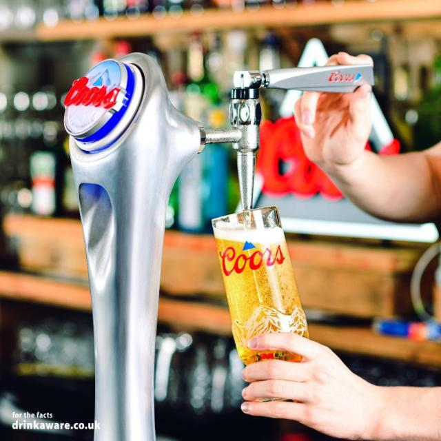 Who's ready to take that first sip of mountain cold refreshment?    #Coors #CoorsFresh   Brewed in the UK.