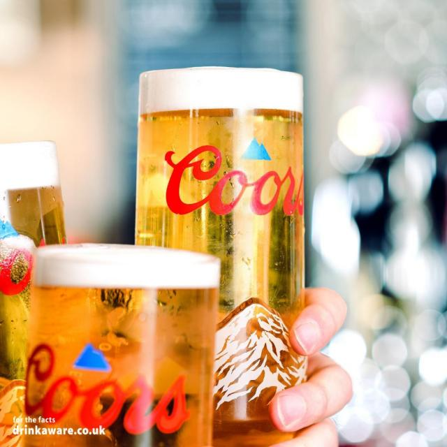 Look out for the mountain turning blue on the back of our new Coors glass!   That means it's as cold as the Rockies and ready to drink ❄   #CoorsFresh #Coors